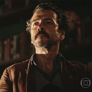 """Cícero (Marcos Palmeira) recebe ordens do Saruê em """"Velho Chico"""" - Reprodução/""""Velho Chico""""/GShow"""