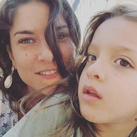 A atriz Priscila Fantin e o filho, Romeo, que sofre bullying por ter o cabelo comprido - Reprodução/Facebook