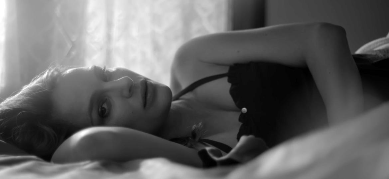 Natalie Portman tem gravidez retratada em clipe do cantor inglês James Blake - Divulgação