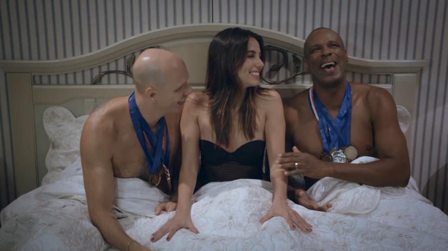 """Tânia Khalil """"vai para a cama"""" com Xuxa e Robson Caetano em série da Fox - Divulgação"""