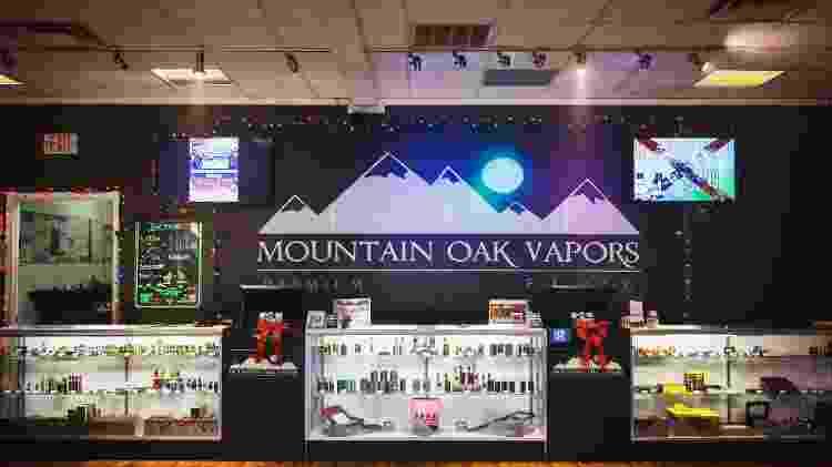 Mountain Oak Vapors, a loja no Tennessee onde Jeannie Cox compra seus suprimentos - Melissa Golden/The New York Times - Melissa Golden/The New York Times