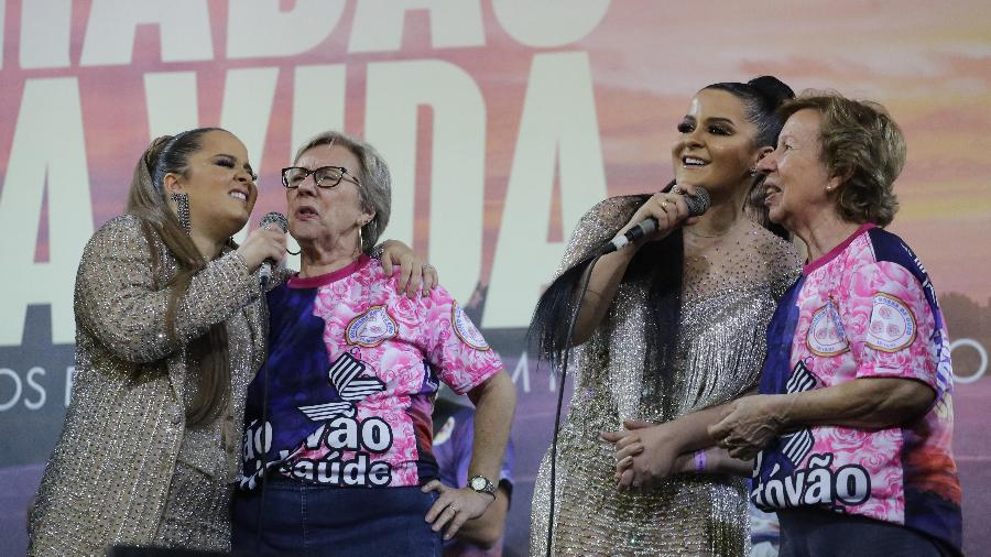 Maiara e Maraisa cantam ao lado das irmãs Galvão durante o ensaio da Rosas de Ouro - Nelson Antoine/UOL