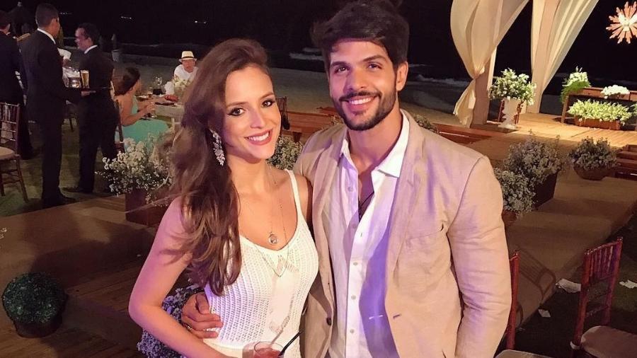 Lucas com a noiva, a modelo e gerente de loja Ana Lúcia Vilela - Reprodução/Instagram