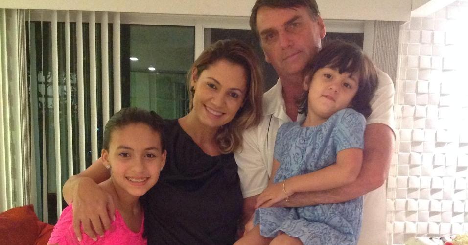 Bolsonaro, Michelle e as filhas