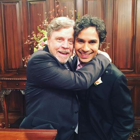 "Mark Hamill grava final da temporada de ""The Big Bang Theory"" - Reprodução/Instagram/kunalkarmanayyar"