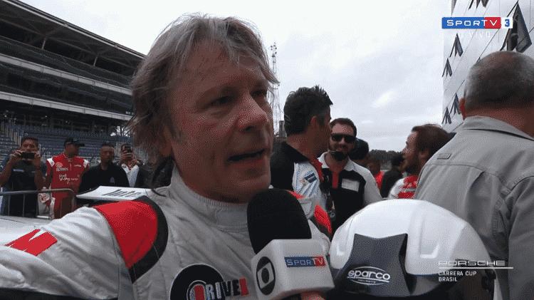 Bruce Dickinson, vocalista do Iron Maiden, vira piloto no Autódromo de Interlagos - Reprodução - Reprodução