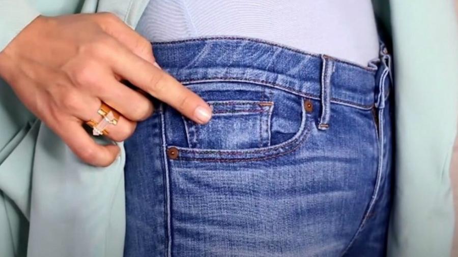 719a04f58d445 A web está chocada após descobrir para que serve o bolsinho da calça jeans
