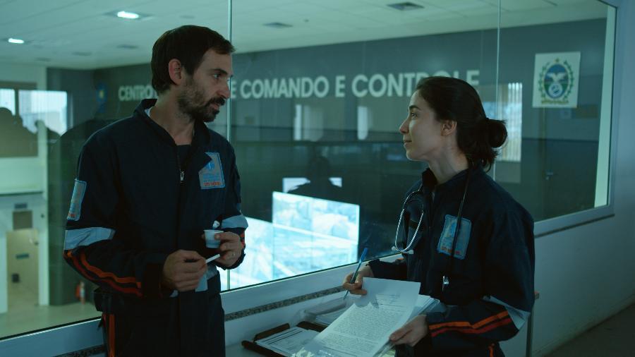"""Julio Andrade e Marjorie Estiano em cena de """"Sob Pressão"""" - Divulgação/TV Globo"""