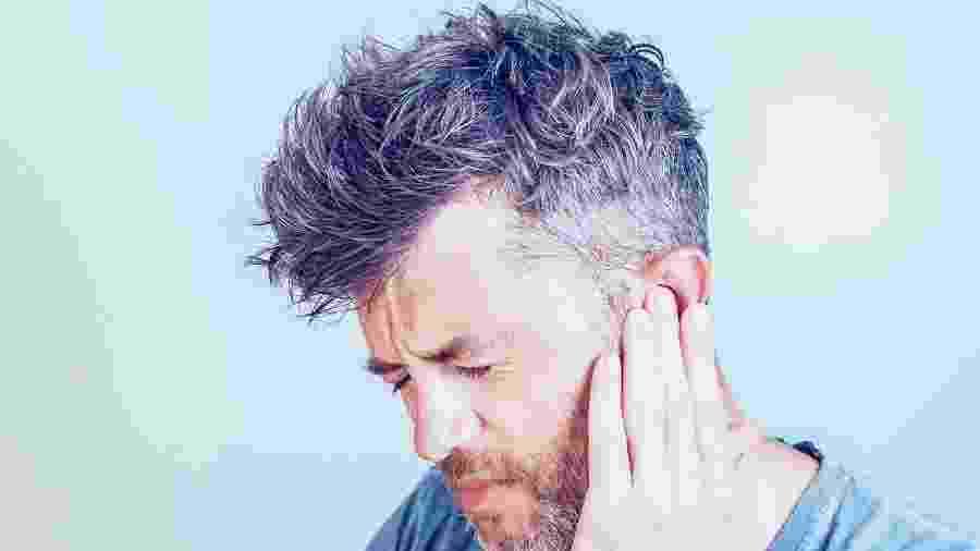 As causas mais comuns da dor de ouvido são infecções por vírus, bactérias e fungos, ou exposição à água.  - iStock