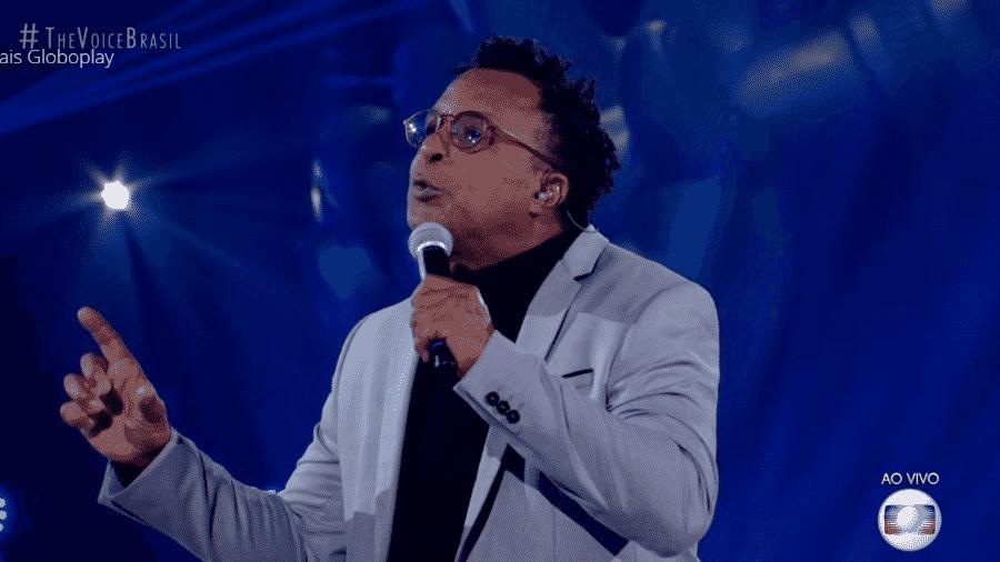 Tony Gordon canta no The Voice Brasil - Reprodução/TV Globo