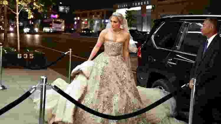 Jennifer Lopez aparece vestida de noiva para gravação de seu próximo filme - James Devaney/GC Images
