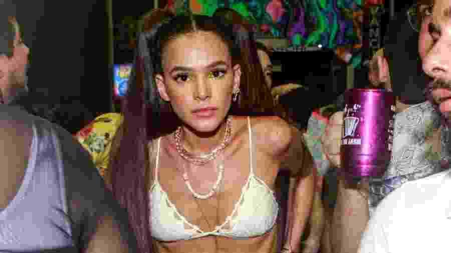 Bruna Marquezine curte Carnaval em Salvador e aposta em look com a barriga de fora - Dilson Silva/AgNews