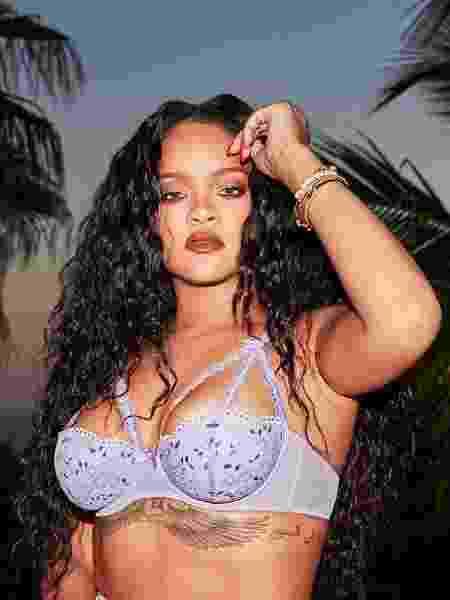 Rihanna posa de SavageXFenty - REPRODUÇÃO/INSTAGRAM