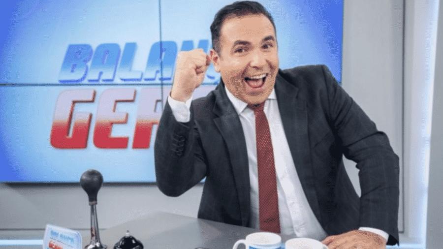 """Reinaldo Gottino abriu o """"Balanço Geral"""", da Record, ao som de """"Cheia de Manias"""" - Reprodução"""