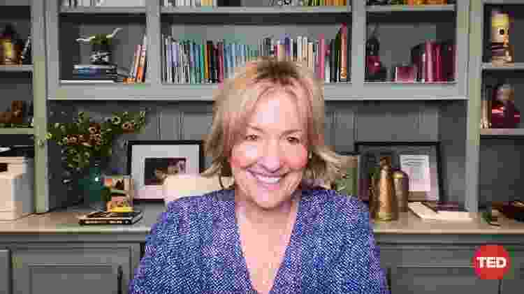 Brené Brown conversa com Helen Walters e Whitney Pennigton Rodgers durante o TED2020 - TED - TED
