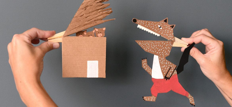 """Papelão e pregadores ajudam a contar a história de """"Os Três Porquinhos"""", um clássico infantil - Estéfi Machado"""