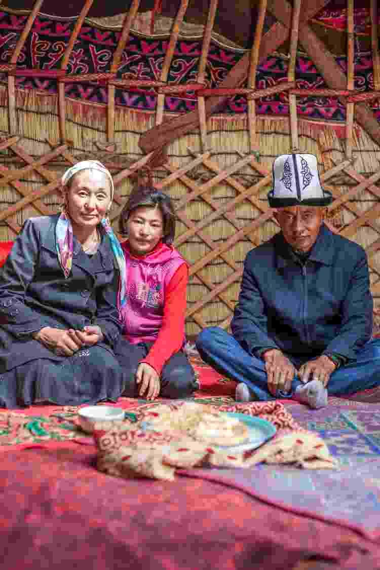 No Quirquistão: família na yurt, tenda tradicional que serve de residência - Getty Images - Getty Images