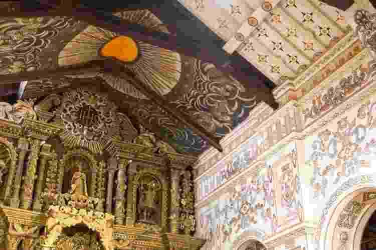 Veja as pinturas religiosas no teto e na nave da igreja da redução jesuíta em San Miguel, na Bolívia - Getty Images / BBC News Brasil - Getty Images / BBC News Brasil