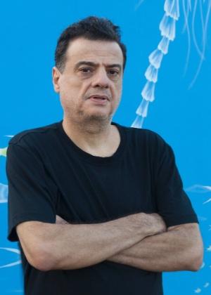 Alexandre, 57, é soropositivo desde 1997 e, hoje, tem a doença controlada - Alex Almeida/UOL