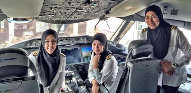Sharifah Czarena (a primeira à esquerda) conduziu o voo até a cidade saudita de Jeddah  - Divulgação/Royal Brunei Airlines
