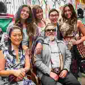 Alice, Hirô, Hideo, Yumi (de pé), Mieko e Kazuo (sentados) formam a família Tanaka de 'Sol Nascente' - João Miguel Júnior/TV Globo