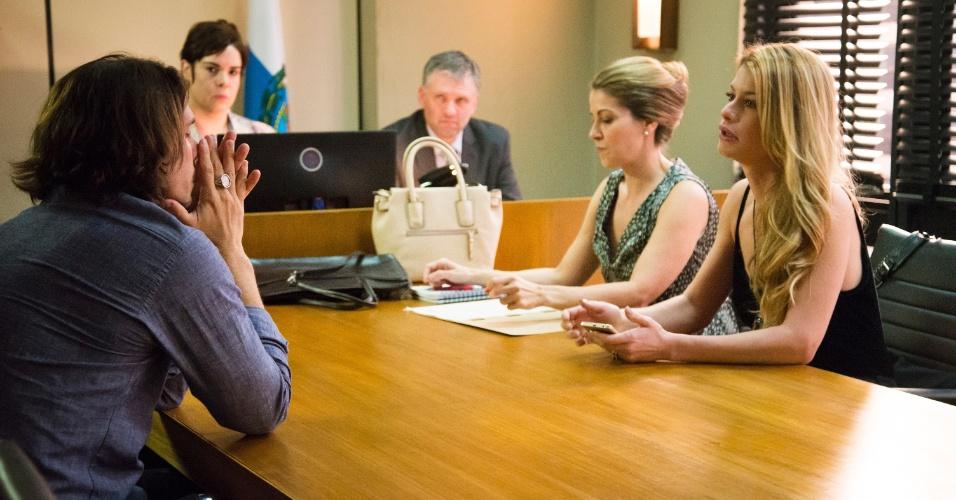 """Gui (Vladimir Brichta) e Diana (Alinne Moraes) se encontram no fórum em """"Rock Story"""""""