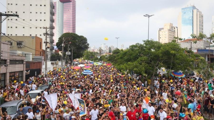 Bloco Confraria do Pasmado na Vila Madalena, zona oeste de São Paulo - Zanone Fraissat/Folhapress