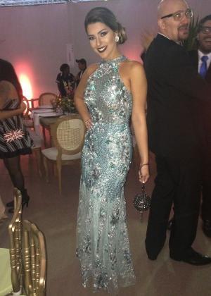 A ex-BBB Vivian com o vestido de Patricia Bonaldi