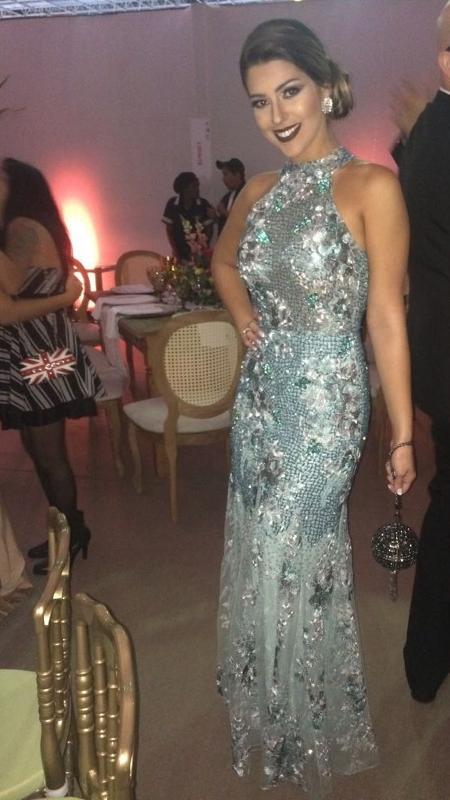 A ex-BBB Vivian com o vestido de Patricia Bonaldi - Giselle de Almeida/UOL