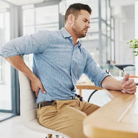 Ficar na mesma posição afeta o movimento do sangue para o cérebro - iStock