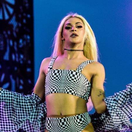 A drag queen Pabllo Vittar durante show no Festeja neste ano - Glaucon Fernandes/Eleven/Estadão Conteúdo