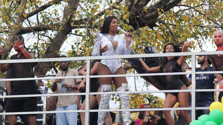 Ludmilla cantou na parada LGBT em Madureira - AgNews