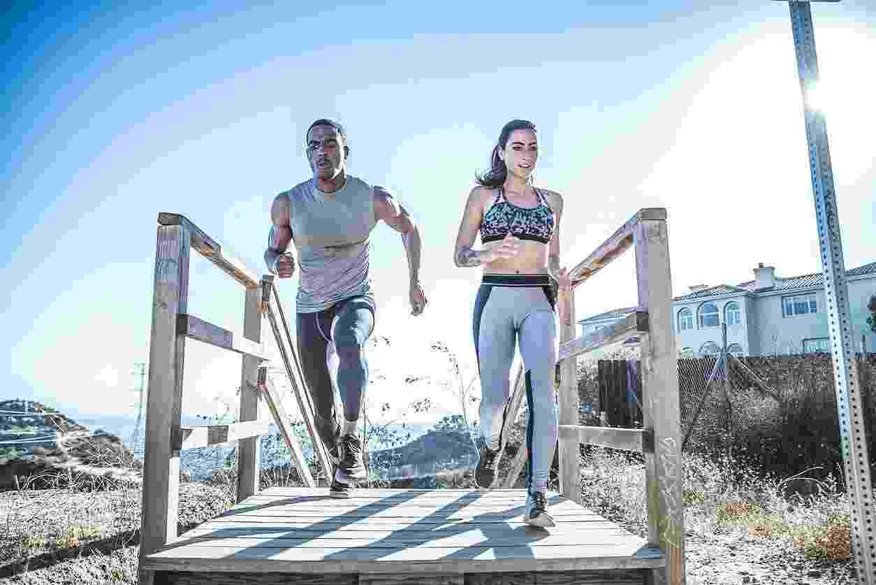 Corrida, homem, mulher, exercício - iStock