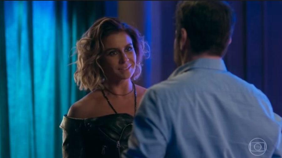 """Luzia e Edgar trocam olharem em """"Segundo Sol"""" - Reprodução/Globo"""