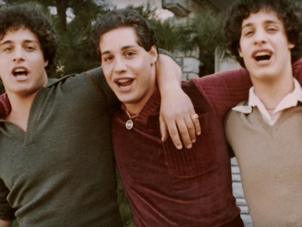 """Cena do documentário """"Three Identical Strangers"""""""