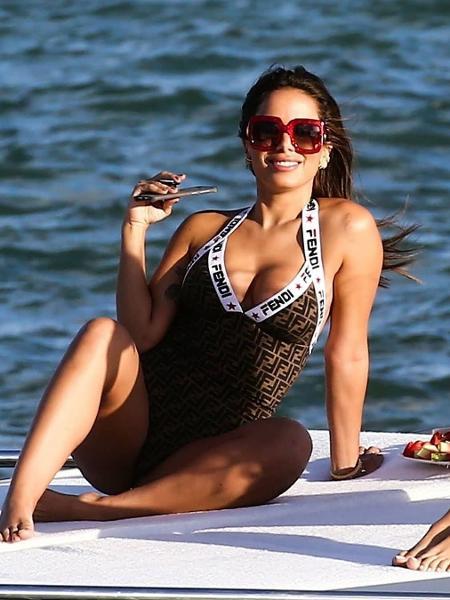 Anitta durante passeio em Miami - Reprodução/Instagram/@anittado