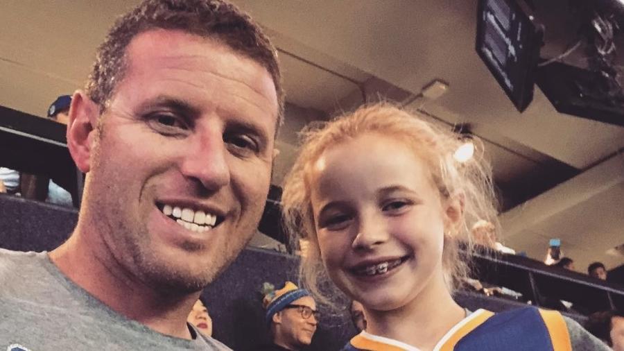 Riley Morrison ao lado do seu pai  - morn24/Reprodução Instagram