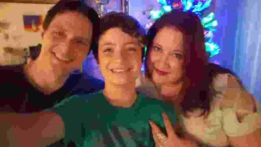 Daniel e Isabela Mastral com o filho Mikhael - Arquivo pessoal