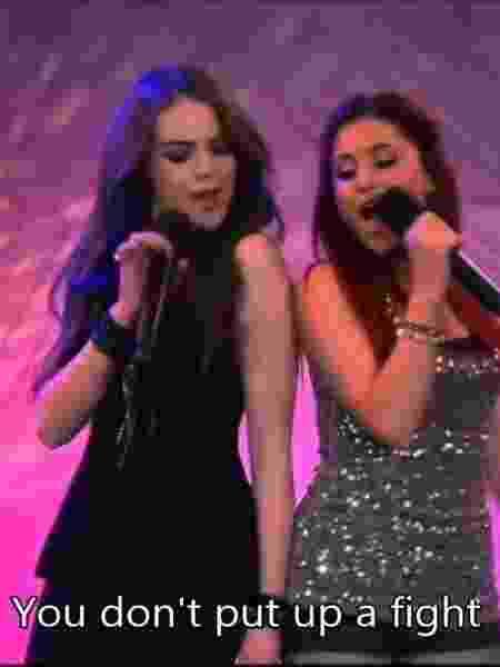 Liz Gillies e Ariana Grande em Brilhante Victória - Reprodução/Youtube