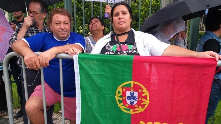 O português Artur Jorge Gomes e a namorada, Eliana Mantovan, no velório de Gugu Liberato na Alesp - Paulo Pacheco/UOL