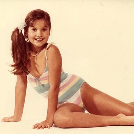 Flávia Alessandra relembrou foto de infância nas redes sociais - Reprodução / Instagram