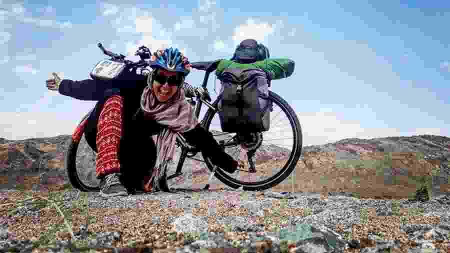 Com o objetivo de ir a Meca, a tunisiana Sara Haba atravessou África e Oriente Médio em sua bicicleta - Arquivo pessoal