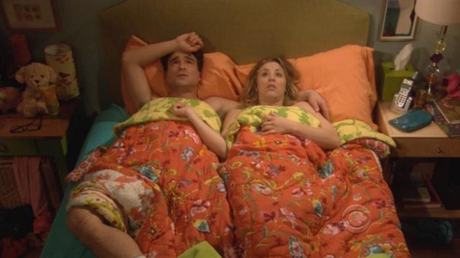 """Leonard (Johnny Galecki) e Penny (Kaley Cuoco) em """"The Big Bang Theory"""" - Reprodução/The Big Bang Theory/CBS"""
