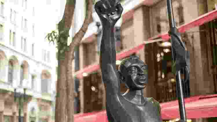 A estátua de Zumbi dos Palmares, no centro da capital - Keiny Andrade/UOL - Keiny Andrade/UOL