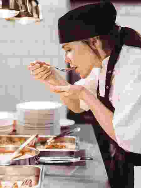 Profissionais da gastronomia podem sofrer mais sintomas e sequelas de covid - Getty Images/Maskot