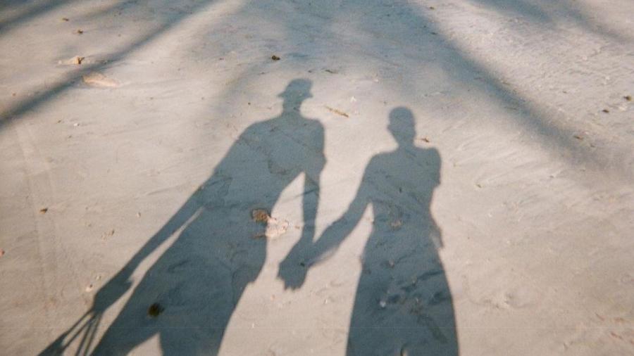 Bruna Marquezine publicou foto de sombra ao lado de homem com bucket hat - Reprodução/Instagram