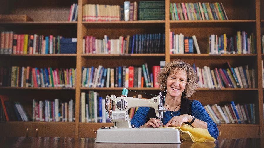 Margaret Jankowski, fundadora da ONG The Sewing Machine Project  - Divulgação