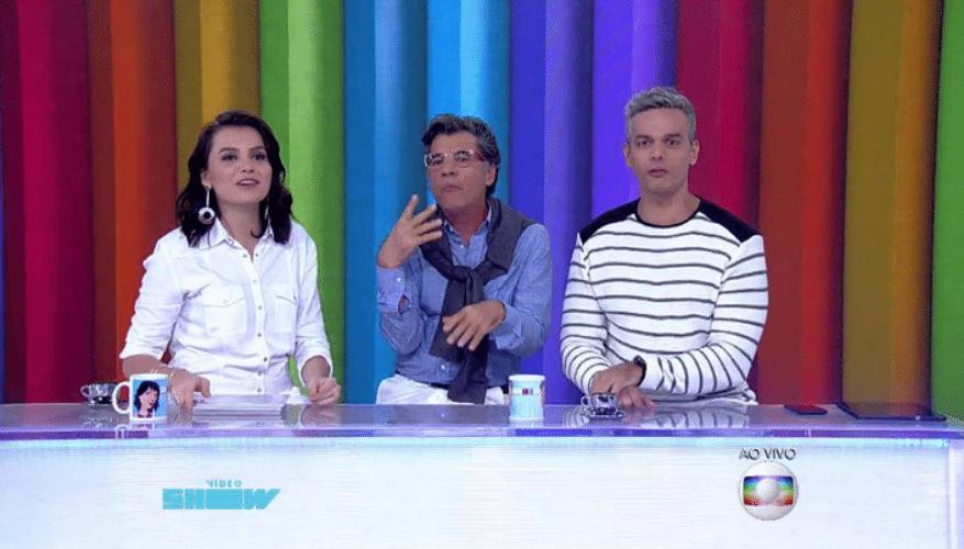 """6.nov.2015 - Ao lado de Téo Pereira (Paulo Betti), Monica Iozzi e Otaviano Costa negaram que façam fofocas no """"Vídeo Show"""""""