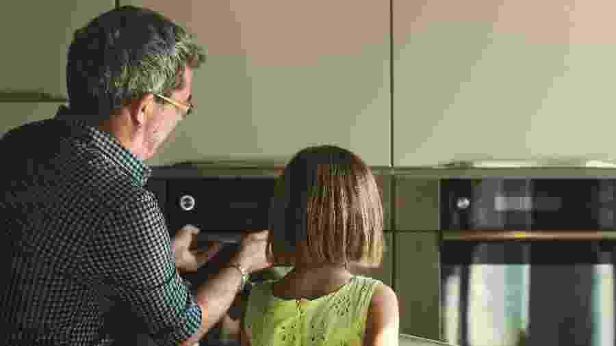 Na cozinha, é preciso ter cuidado com torradeiras, fornos elétricos e aparelhos tipo grill para evitar choques e queimaduras - Getty Images