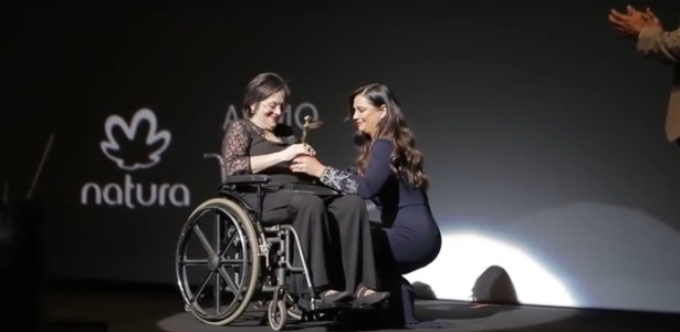 Luiza Brunet homenageia Maria da Penha no Prêmio Cláudia  - Reprodução/YouTube
